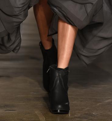 <p>Τις βροχερές μέρες αυτά είναι τα παπούτσια που μπορείς να φορέσεις για να είσαι και άνετη αλλά και στιλάτη.</p>