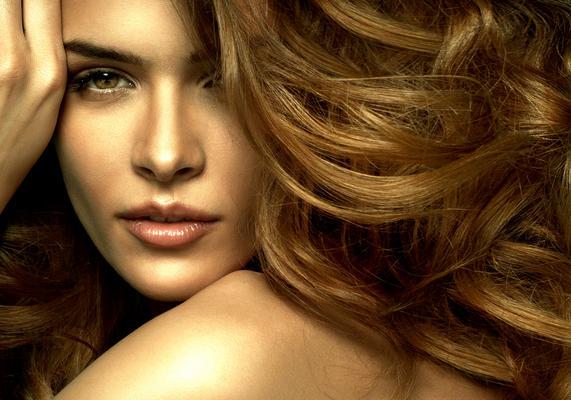 <p>Θέλεις λαμπερά μαλλιά αλλά χωρίς να χαλάσεις μια περιουσία για την περιποίησης τους; Παρακάτω θα βρεις με ποιον τρόπο θα το καταφέρεις.</p>