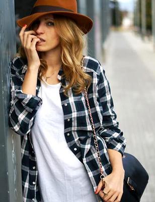 <h4>Τι πουκαμισοφόρεμα να πάρεις:</h4>  <p>Ένα καρό πουκάμισοή ένα τζιν ταιριάζει ακόμη και με παντελόνι τζιν και είναι σίγουρα από τις πιο σούπερ επιλογές που έχεις!</p>  <p>Φυσικά και η