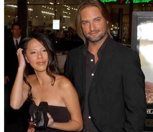 Ο Τζος Χόλογουεϊ, με την τυχερή σύζυγό του, Γέσικα.