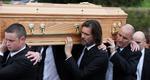 Κατέρρευσε ο Τζιμ Κάρεϊ κρατώντας το φέρετρο της πρώην συντρόφου του [photos]