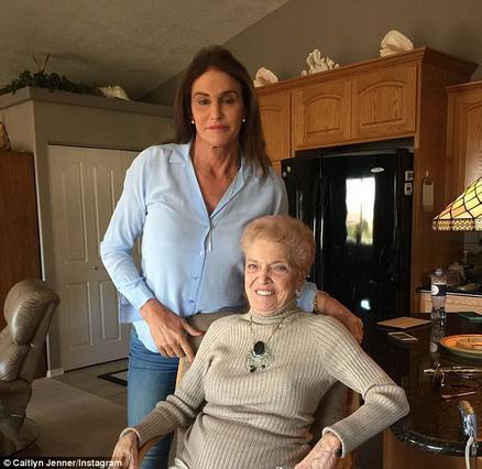 Κέιτλιν Τζένερ: Το ατύχημα που την έφερε στο σπίτι της μαμάς [photo]