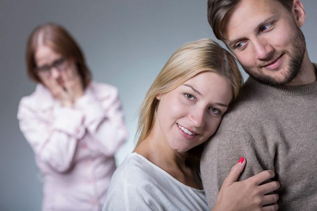 7 τακτικές για να πείσεις την πεθερά πως είσαι καλή νύφη!