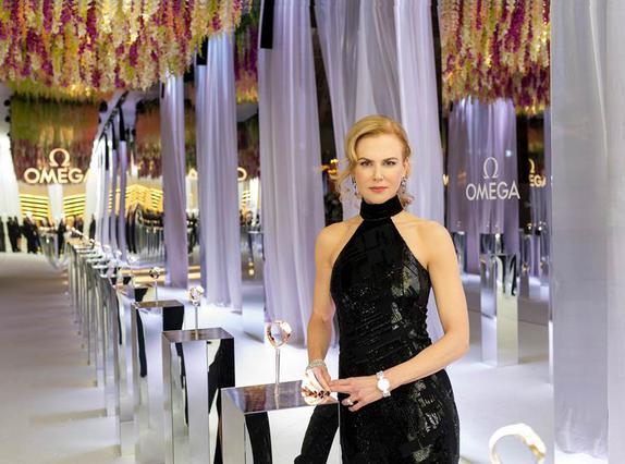 Η Nicole Kidman κάνει τα επίσημα εγκαίνια της έκθεσης  Her Time  της OMEGA στο Μιλάνο