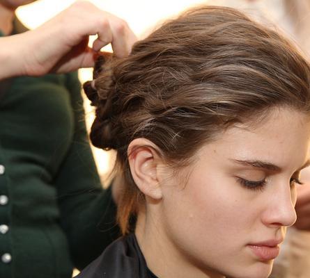 <p></p>  <p>Δεν χωράει αμφιβολία πως τα αξεσουάρ μαλλιών είναι δυνατόν να αλλάξουν τελείως ολόκληρο το λουκ σου. Φέτος στις διάσημες πασαρέλες είδαμε πολλά και διαφορετικά αξεσουάρ που είναι δυν