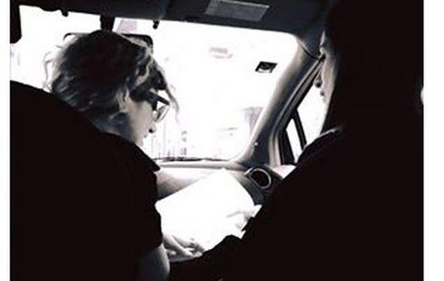 Του τρελού: Γνωστή δημοσιογράφος υπογράφει το διαζύγιο στο αυτοκίνητο!