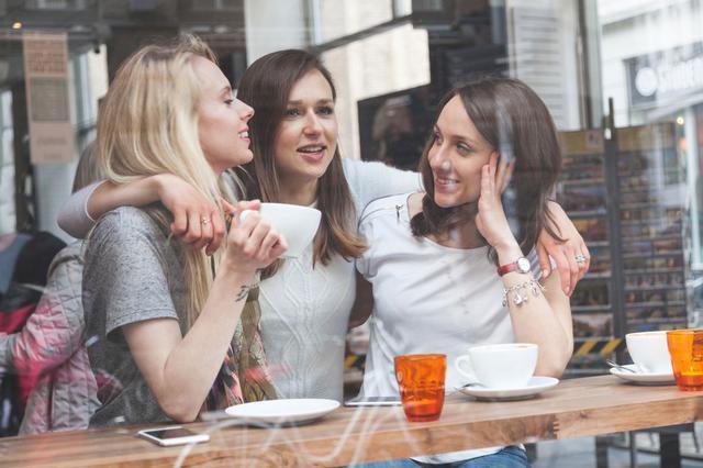 6  τρικλοποδιές  που βάζεις στη φιλία & τη σαμποτάρεις