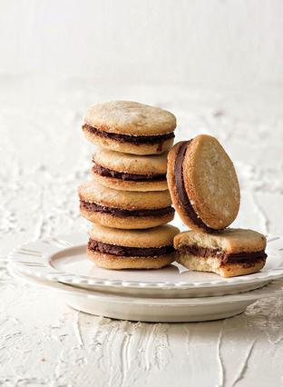 Μπισκότα γιαουρτιού με γέμιση σοκολάτα-γιαούρτι