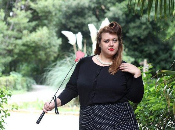 Παρουσιάστρια του Star ποζάρει με κορμάκι & χαίρεται τα κιλά της