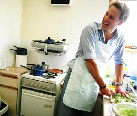 <p>Από τις πιο χαρακτηριστικές φωτογραφίες που δείχνουν την αγάπη του Ουίλιαμ για την το φαγητό και τη μαγειρική που ομολογουμένως πάει πολλά χρόνια πίσω.</p>