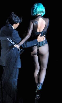 Το ρούχο της Gaga δεν άφηνε πολλά στην φαντασία μας.