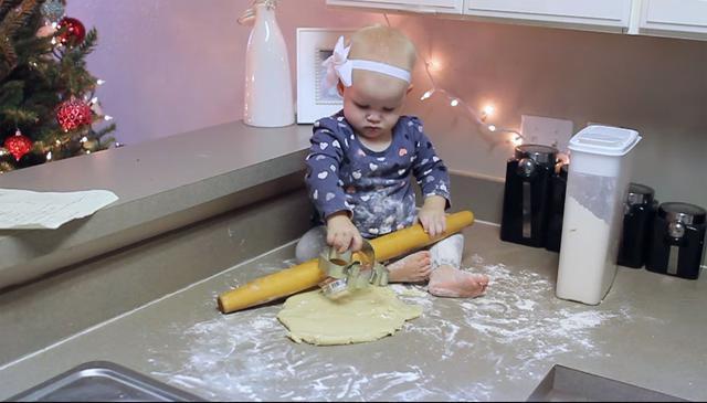 Έτσι είναι τα Χριστούγεννα αν έχεις μωράκι (video)