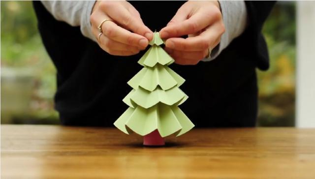 Φτιάξε το πιο εύκολο χριστογεννιάτικο δέντρο από χαρτί [vds]