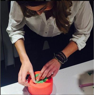 Δες τη Βανδή να φτιάχνει χριστουγεννιάτικα γλυκά με τα χεράκια της![PHOTOS]