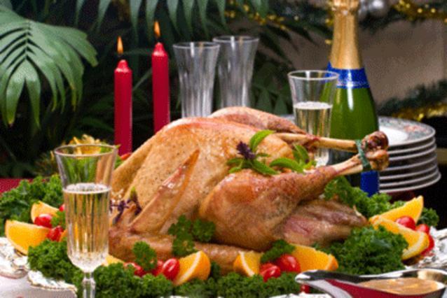 Χριστουγεννιάτικο δίλημμα: ξένη γαλοπούλα vs ντόπιο χοιρινό