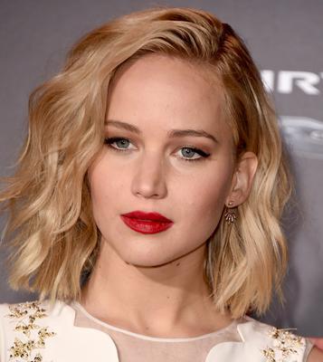 <p>Toν Νοέμβριο στην πρεμιέρα της ταινίας The Hunger Games: Mockingjay - Part 2' εμφανίστηκε με φλογερά κόκκινα χείλη και έντονο βλέμμα με γραμμή άι-λάινερ! Απλά εντυπωσιακή!</p>