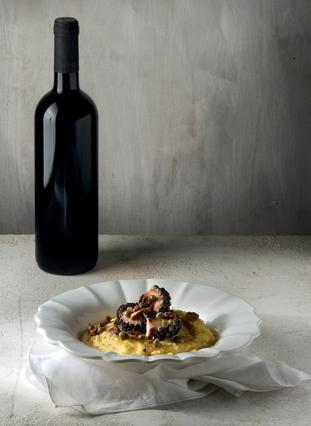 Χταπόδι με κρασί και φάβα