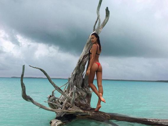 Ιρίνα Σάικ: Αποκαλύφθηκε το νέο, ολόγυμνο μυστικό της! [photos & vds]