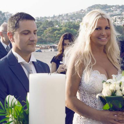 Η Μπεζαντάκου μας δείχνει το γάμο της: Πυροτεχνήματα κι άμαξες [vds]