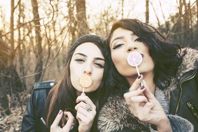 Τα 6 στάδια της φιλίας: Αναγνώρισέ τα!
