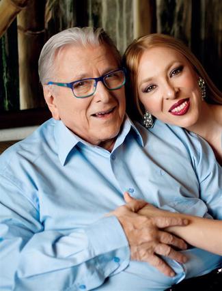 Πατέρας θα γίνει ο 84χρονος Κώστας Βουτσάς: Μάθε το φύλο του μωρού