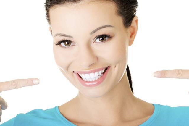 5 τρόποι για φυσική λεύκανση στα δόντια