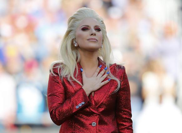 Συγκλονιστική η Lady Gaga στο Super Bowl [photos & vds]
