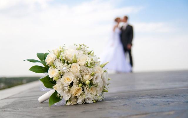 Παντρεύεται πασίγνωστη παρουσιάστρια!
