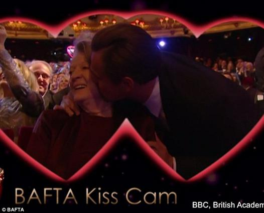 Το βαλεντίνικο φιλί του ΝτιΚάπριο έχει γίνει viral [photo]