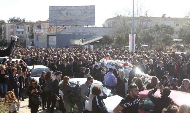 Λαοθάλασσα στην κηδεία του Παντελίδη: Όλες οι συγκινητικές στιγμές