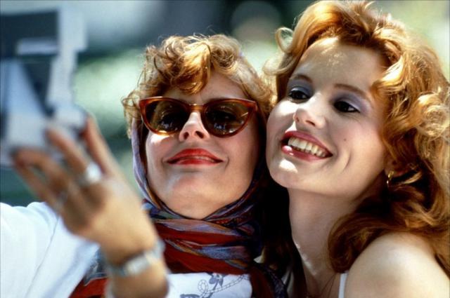 <p>Ένα κινηματογραφικό δίδυμο γυναικών φίλων που έμεινε στην ιστορία! Thelma & Louise:Δύο φίλες αποφασίζουν να πάρουν τη ζωή στα χέρια τους και ν΄ ανακαλύψουν τη δύναμη που κρύβεται μέσα του