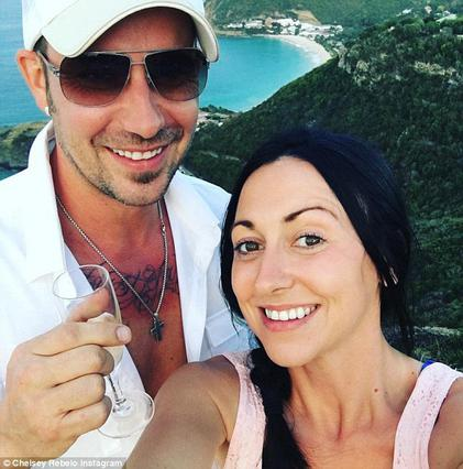 Ο πατέρας του Μπίμπερ κάνει πρόταση γάμου στην 28χρονη καλή του on camera [vds]