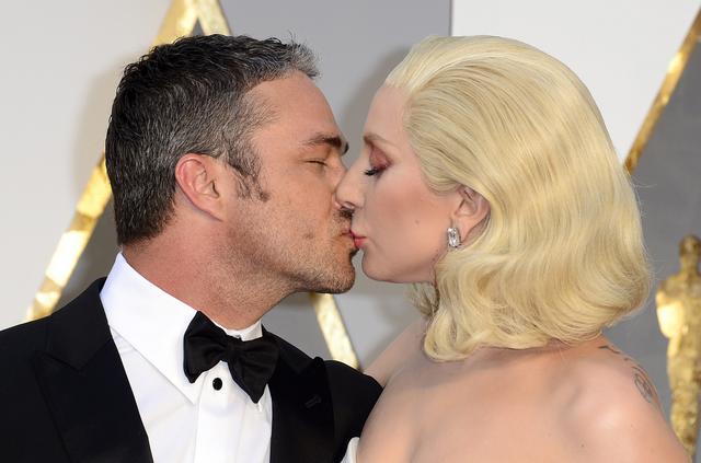 Lady Gaga: Το ποστάρισμα για τον αρραβωνιαστικό της και τον βιασμό που συγκλονίζει