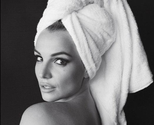 Η Μπρίντεϊ Σπίαρς μόνο με την πετσέτα της -αλλά με πολύ ρετούς! [photos]