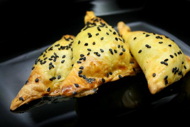 Μανιταροπιτάκια με σκόρδο και δεντρολίβανο αλά Pandespani