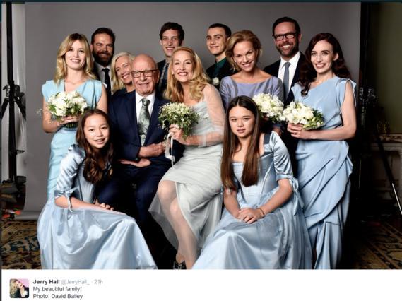 Η νιόπαντρη Τζέρι Χολ καμαρώνει για την οικογένειά της [photo]