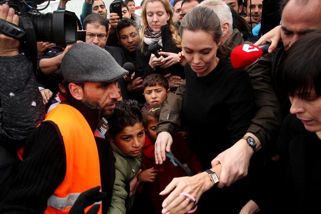 Στον Πειραιά η Αντζελίνα Τζολί - Θα συναντηθεί και με τον Τσίπρα [photos &vds]
