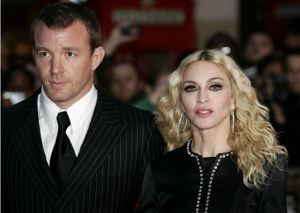 Η Μαντόνα και ο Γκάι Ρίτσι στην πρεμιέρα της ταινίας του στο Λονδίνο, πριν από λίγους μήνες, όπου ήδη οργίαζαν οι φήμες περί χωρισμού τους.
