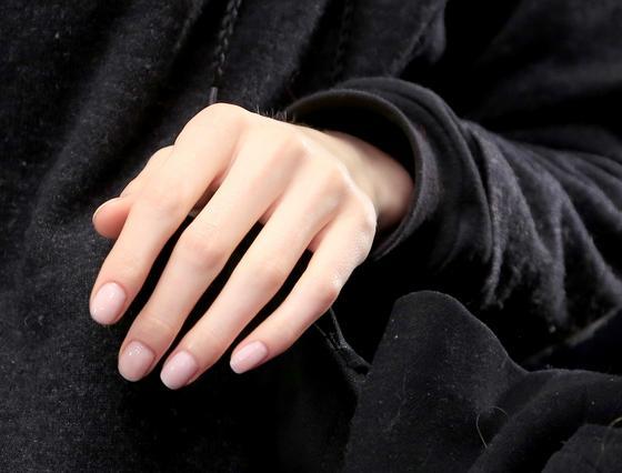 3 σούπερ φυσικά χρώματα για τα νύχια σου