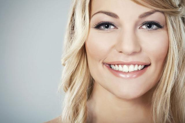 Πώς θα αποκτήσεις λευκό χαμόγελο