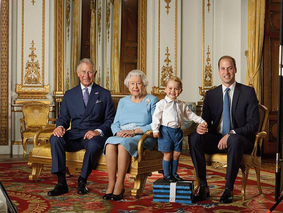 Ο μικρός πρίγκιπας Γεώργιος έγινε γραμματόσημο: η απίθανη πόζα!