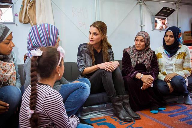 Βασίλισσα Ράνια: Το συγκινητικό μήνυμα που στέλνει από τη Λέσβο [photos]