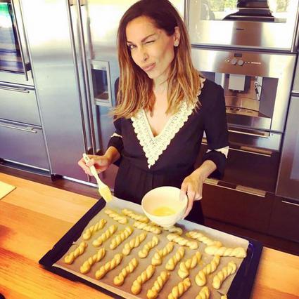 Ποιά είναι η συνταγή για πασχαλινά κουλούρια της Δέσποινας Βανδή;
