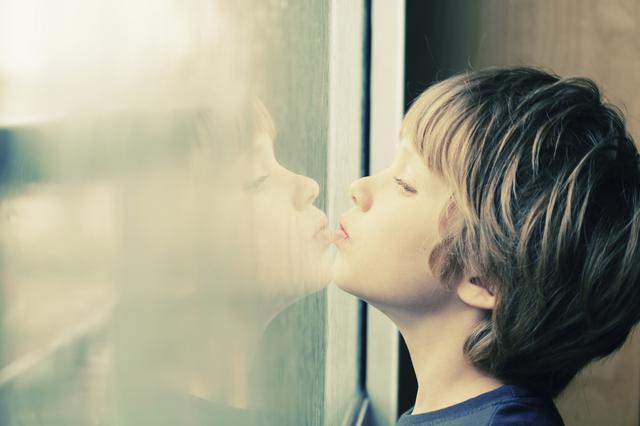 Κι όμως ένα παιδί με αυτισμό συγκινείται! Συγκλονιστικό βίντεο
