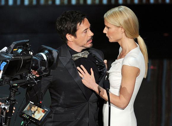 Η γυναίκα του Ironman του δίνει το  ελεύθερο  με τη Γκουίνεθ Πάλτροου
