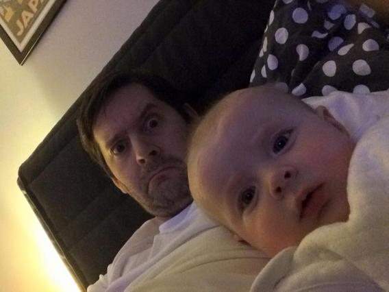 Όταν ο μπαμπάς μένει μόνος με το μωρό! [Photos]