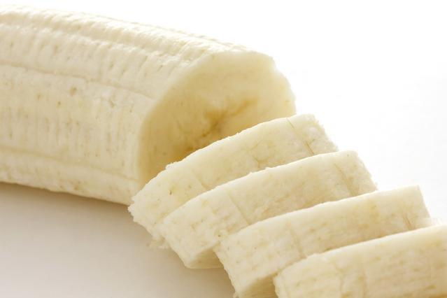 Ο πιο εύκολος τρόπος για να κόψεις την μπανάνα σε ισομερή κομμάτια [vds]