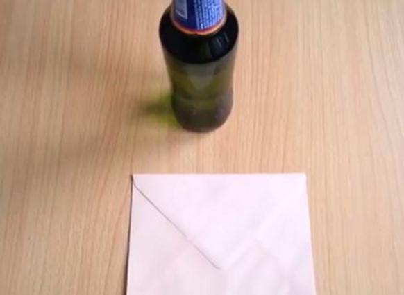 Πώς θ΄ανοίξεις τη μπύρα με ένα φάκελο!
