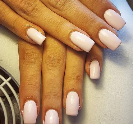 <p>Απαλό <strong>κουφετί ροζ για τα νύχια σου</strong> στην παστέλ εκδοχή τους</p>