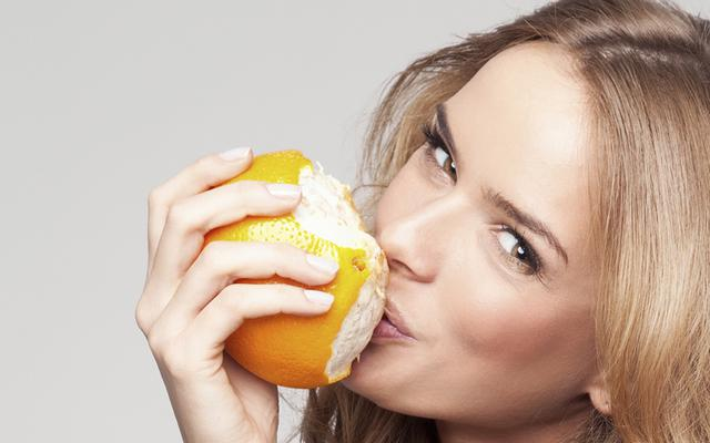 DIY: Μάσκα με πορτοκάλι για ενυδάτωση και λαμπερή επιδερμίδα